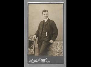 Y16431/ CDV Foto junger Mann mit Schnurrbart Atelier Engi, Davos Schweiz 1907