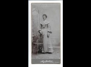 Y16484/ Kabinettfoto junge Frau Atelier Ad. Mertens, Itzehoe ca.1900