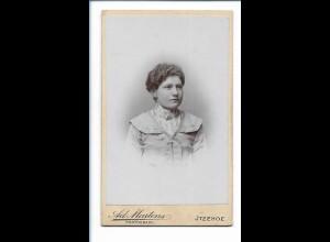 Y16481/ CDV Foto junge Frau Atelier Ad. Martens, Itzehoe ca.1900