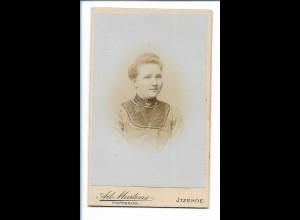 Y16482/ CDV Foto junge Frau Atelier Ad. Martens, Itzehoe ca.1900
