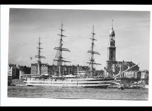 DP484/ Hamburg Hafen Segelschiff an den Landungsbrücken Foto AK 50er