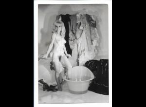 C4522/ Junge Frau wäscht sich nackt eigeschäumt Foto 16,5 x 12 cm 60er Jahre