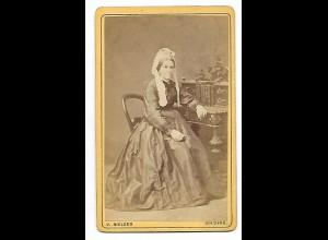 Y19628/ CDV Frau mit Reifrock Foto J. Nielsen, Kolding ca. 1875