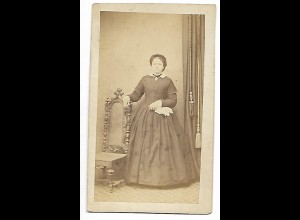 Y19631/ CDV Frau mit Reifrock Foto J. L. Reiser, Landshut ca.1865