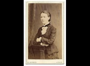 Y19637/ CDV junge Frau Foto E. Schmid Stade ca. 1885