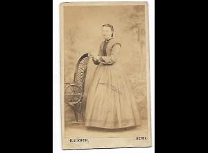 Y19907/ CDV Foto Frau mit Reifrock Atelier G.J. Koch, Heide ca.1870