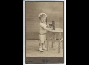 Y19914/ Kabinettfoto Junge mit Teddybär Speilzeug Foto J. Fuchs, Berlin ca.1905