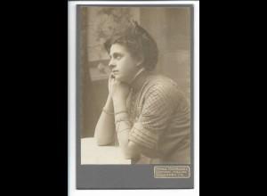 Y19680/ Kabinettfoto junge Frau Foto Franz Safranek, Lunden i.Holst. ca.1905
