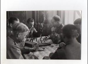 F6117/ Soldaten spielen Schach und Skat Foto 2. Weltkrieg ca.1940 17,5 x11,5cm