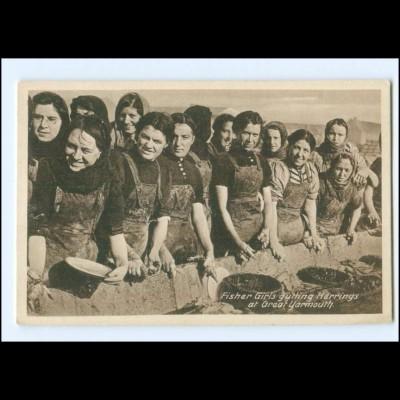 Y20473/ Fisher Girls gutting Herrings at Great Yarmouth AK Großbritannien