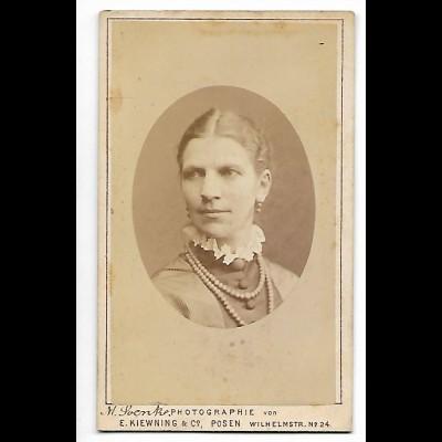 Y20574/ CDV Foto junge Frau Atelier E. Kiewning, Posen ca.1880