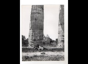 F6035/ Paestum Italien junge Mann mit Fotoapparat Foto ca.1960 24 x 18 cm