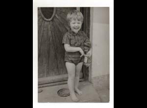 F6171/ Kleines Mädchen mit Puppe Foto ca.1960 24 x 18 cm