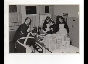 F6614/ Schwestern in der Küche Großküche Foto ca.1950 19 x 13,5 cm