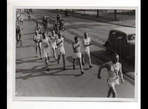 F6260/ Sport Geher Gehen Foto ca.1950 Radfahrer 20 x 15 cm