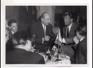 C2019/ Jean Marais in Hamburg Foto Pressefoto ca.1958 18 x 13 cm