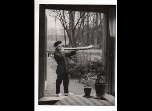C2065/ Junge mit Horn Foto ca.1950 Pressefoto 24 x 18 cm