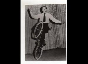 C2679/ Bert Morris Fahrrad Artist Foto ca.1955 19 x13,5 cm