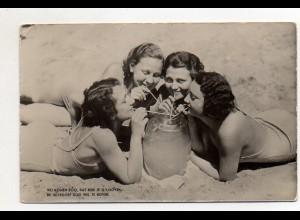 Y11788/ Frauen am Strand trinken Sangria Holland Niederlande Foto AK ca.1950