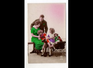 U2259/ Eltern Kinder Familie Puppen Puppenwagen Foto AK ca.1925