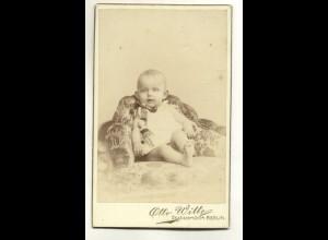W0F01/ CDV Foto Baby mit Puppe Fotograf: Otto Witte, Berlin ca.1900