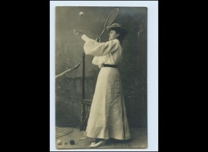 A9146/ Frau spielt Tennis Foto AK1905